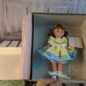 "Madame Alexander doll 28250 8"" collecting seashell"
